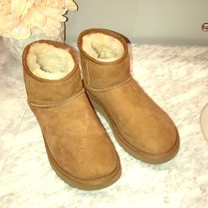 UGG Shoes - UGG ankle boot with fur inside